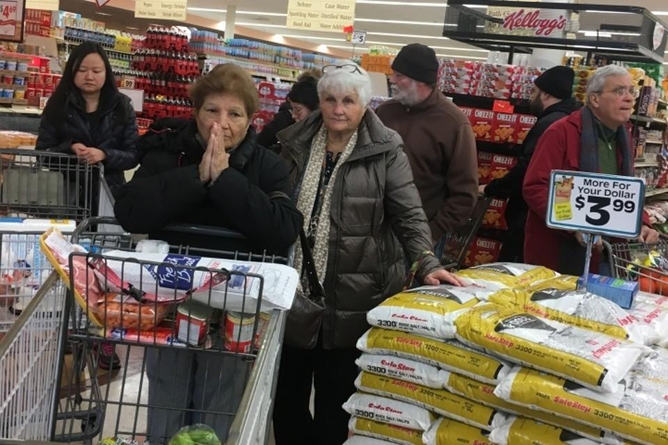 Персонал магазина вызвал полицию, когда заметил, что женщины пробили не все свои покупки