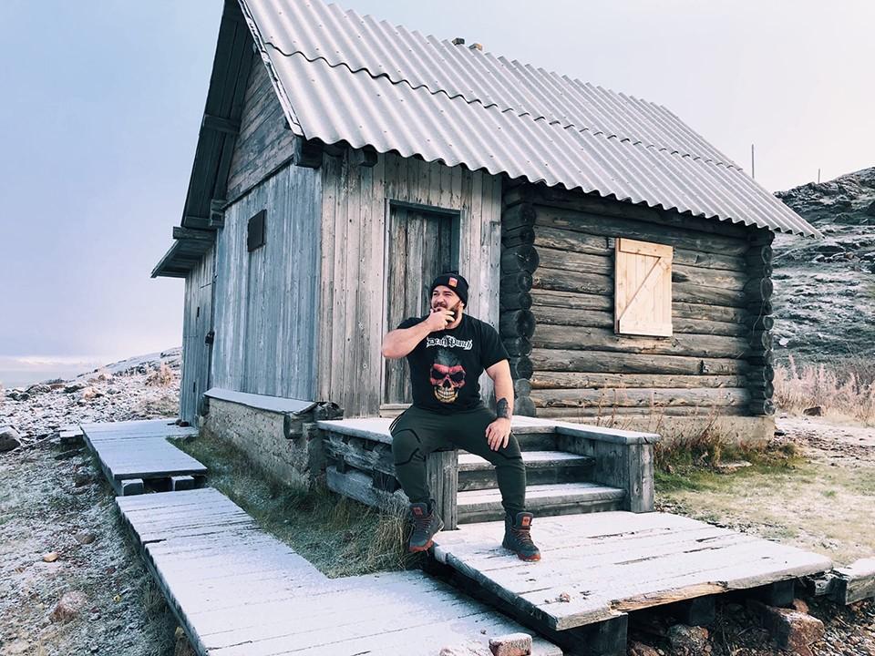 На Севере Леон Мирошник стал моржевать и забыл про простуды. Фото: личный архив.