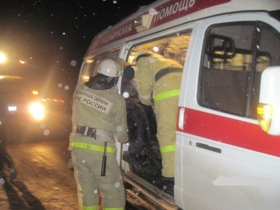Спасатели МЧС России приняли участие в ликвидации последствий ДТП