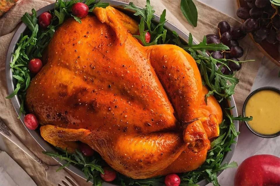 Запеченная курица на Рождественский стол: как добиться румяной и хрустящей корочки