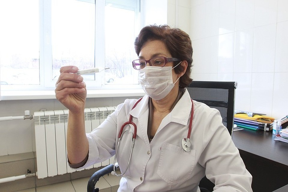 При признаках гриппа или ОРВИ стоит обратиться к врачу