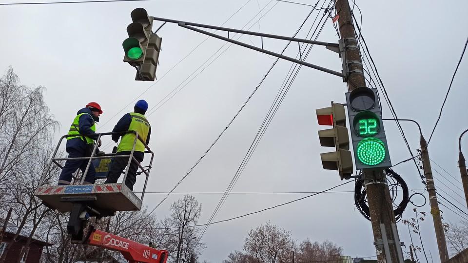 Более 50 светофоров изменили режим работы в Нижнем Новгороде.
