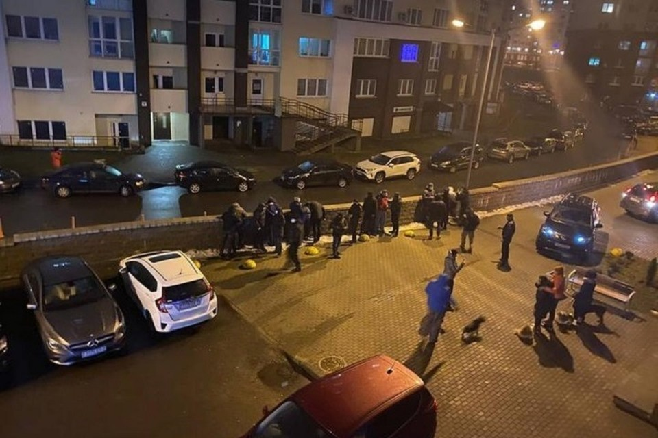 Очевидцы сообщают о задержаниях на территории ЖК «Вивальди». Фото: телеграм-канал «МотолькоПомоги».