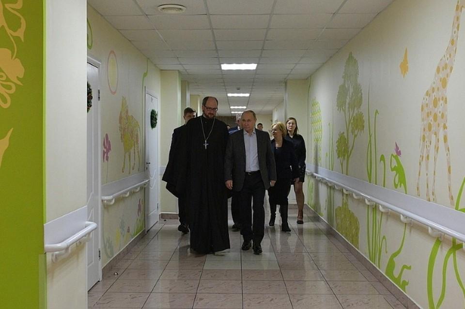 В 2019 году Владимир Путин посетил детский хоспис, открытый в Петербурге по инициативе протоиерея Александра Ткаченко