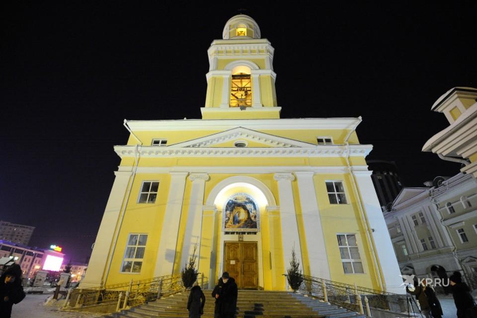 Рождественское богослужение в Свято-Троицком кафедральном соборе Екатеринбурга возглавил митрополит Екатеринбургский и Верхотурский Евгений.