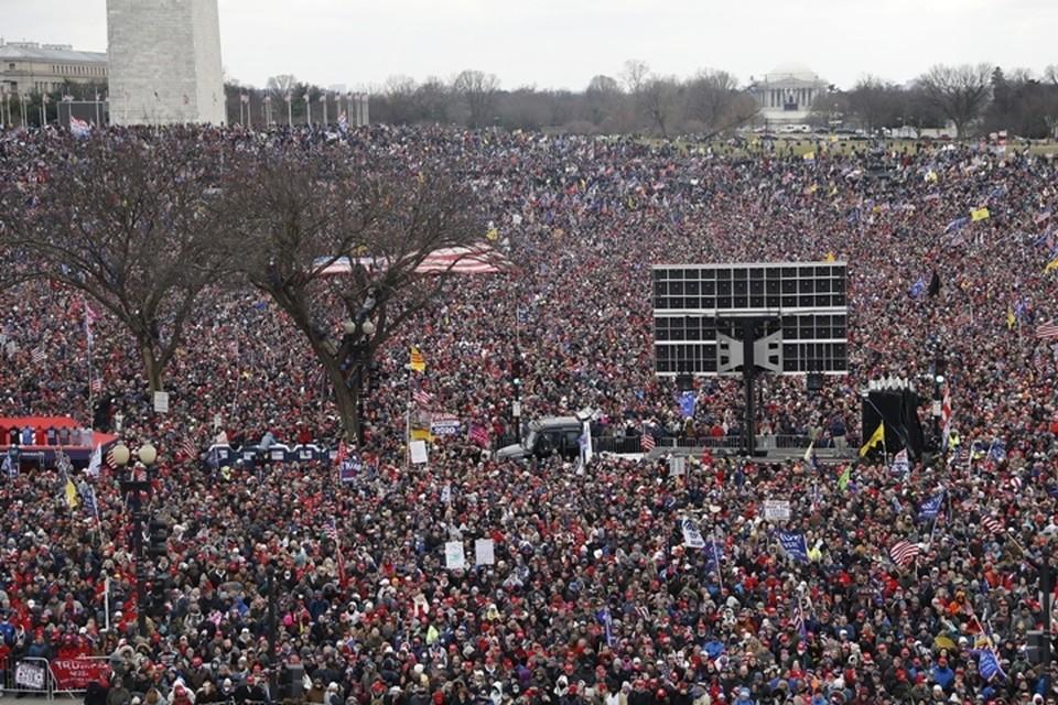 Комендантский час в Вашингтоне объявили из-за массовых беспорядков у Капитолия