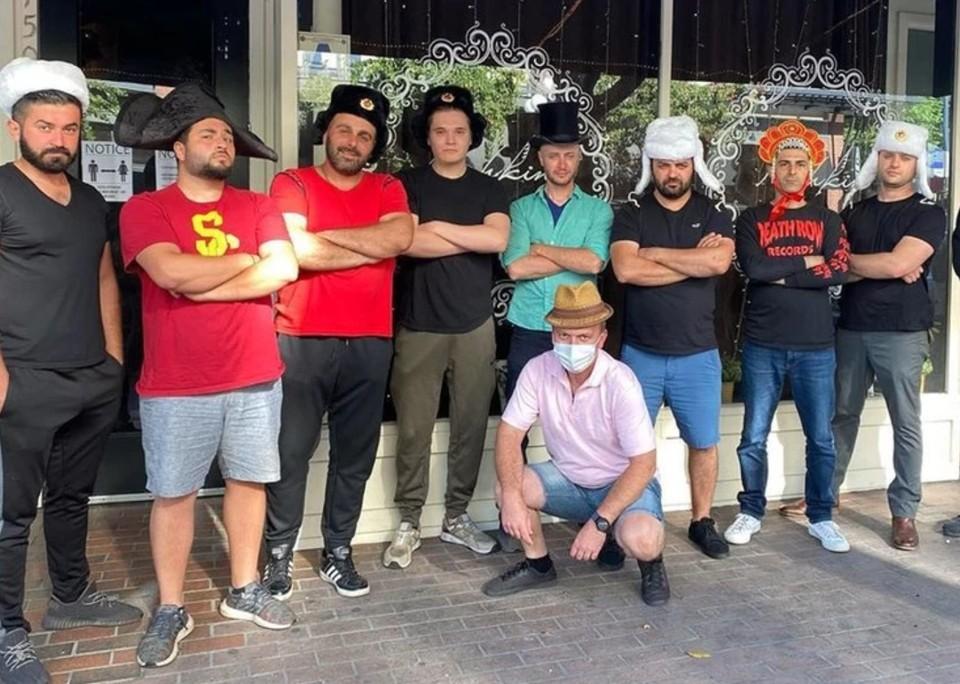 """Владелец ресторана """"Пушкин"""" в Сан-Диего отметил, что республиканцы выступают против насилия и не жгут машины. Фото:instagram.com/pushkinrestaurant."""