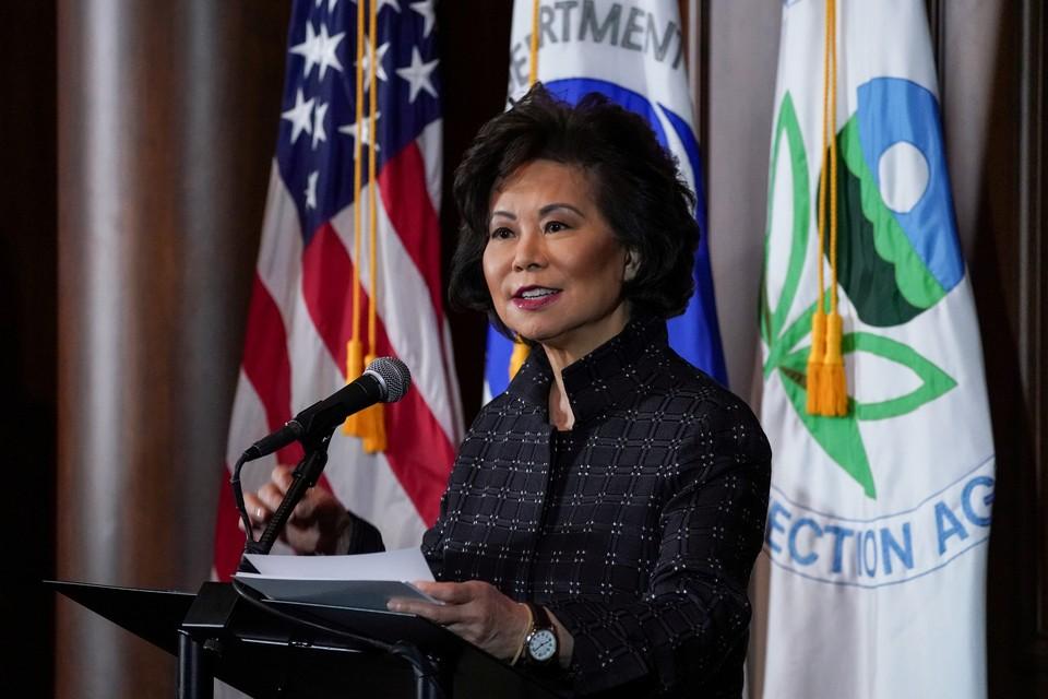 Министр транспорта США подала в отставку из-за беспорядков в Вашингтоне
