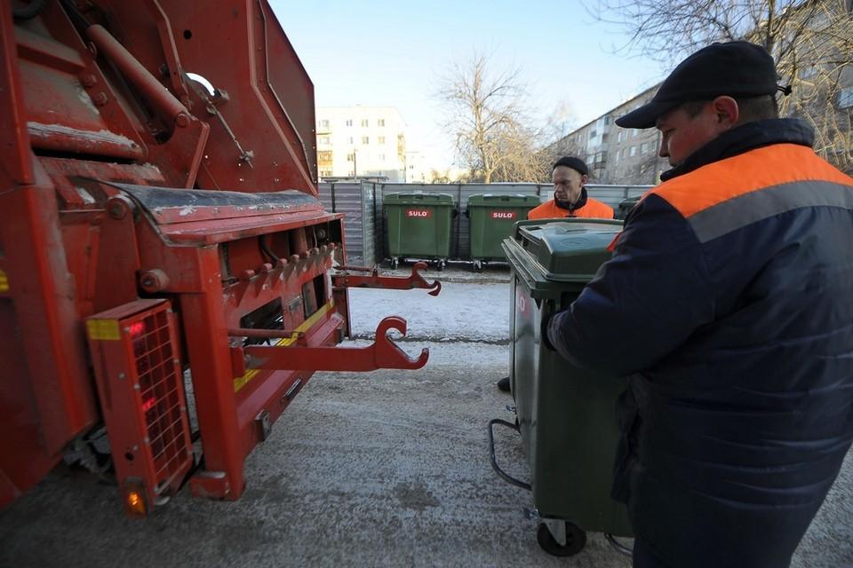 В Кирове мусор вывозит более 30 машин, работает 80 сотрудников.