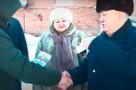 Жены не поверили: алтайский фермер подарил отработавшим по 20 лет сотрудникам автомобили