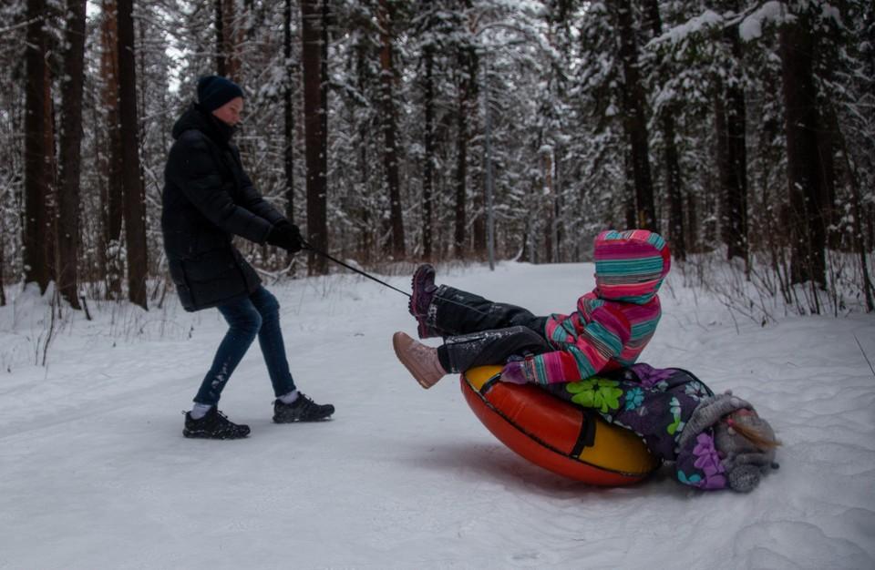 Магдеев заметил, что дети катались и будут кататься с горок, не обращая внимание на их рельеф. Потому за безопасностью нужно следить взрослым.