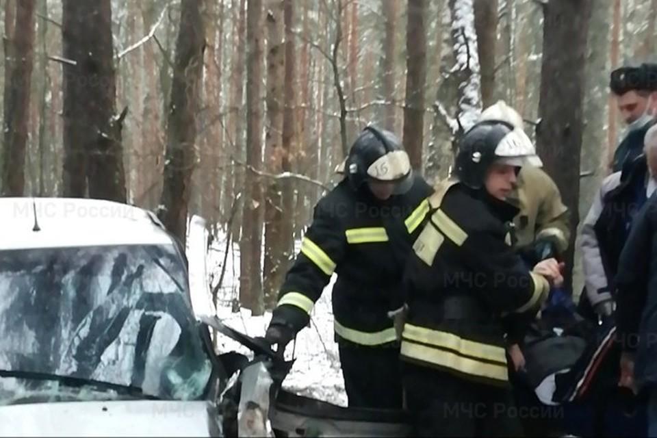 Пострадавшего в ДТП в Новозыбкове пришлось извлекать из автомобиля спасателям.