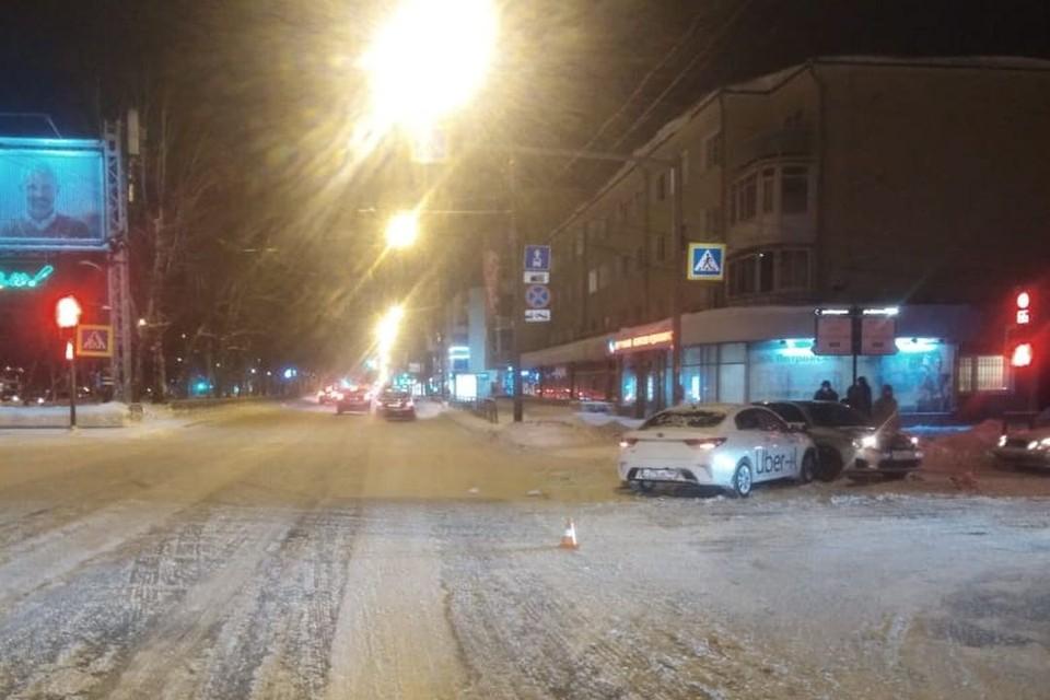 В Новосибирске произошло ДТП, в котором пострадали два подростка. Фото: Гоставтоинспекция по Новосибирску