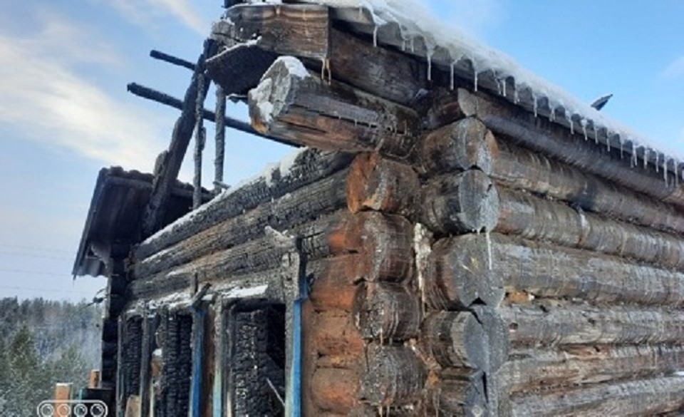 Мужчина поджег дом знакомого после ссоры в Иркутской области