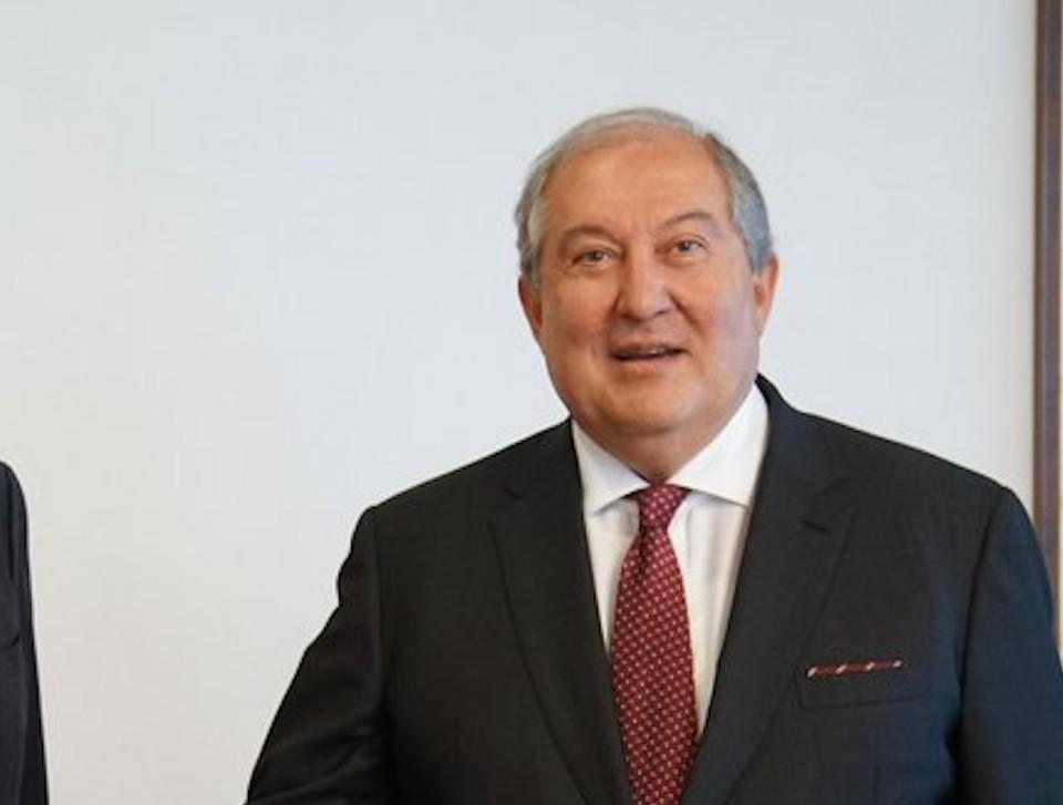 Президента Армении госпитализировали с COVID-19.