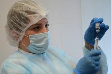«Вакцины нет, а в очереди – 100 человек». «Спутник V» от коронавируса закончилась в пермских поликлиниках за неделю