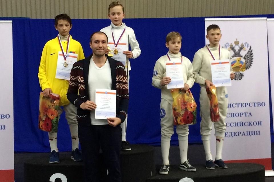 Иван Рычков (второй слева) дважды становился победителем турнира «Волга-Волга» благодаря своему тренеру Евгению Дуняшеву. Фото: предоставлено героем публикации