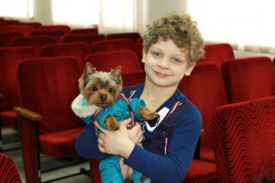 Шестилетний Георгий был искренне рад встрече со своим четвероногим другом.