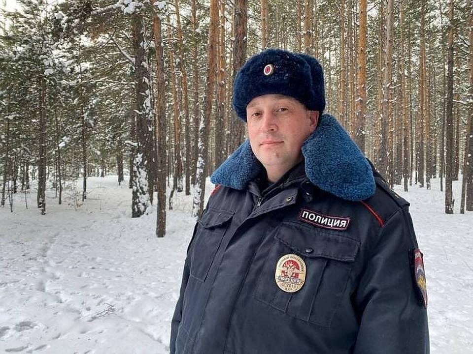 Нес 1,5 километра на руках: участковый в Бурятии спас замерзавшего в лесу мужчину.