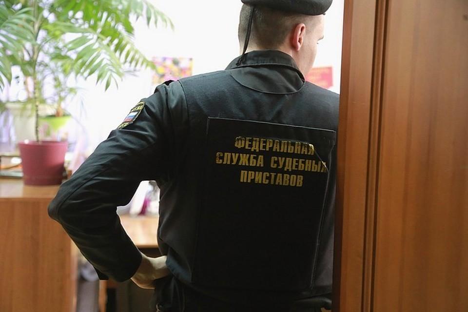 Когда афера вскрылась, госслужащий попал под уголовное дело по статье «Получение взятки в виде имущества в особо крупном размере»