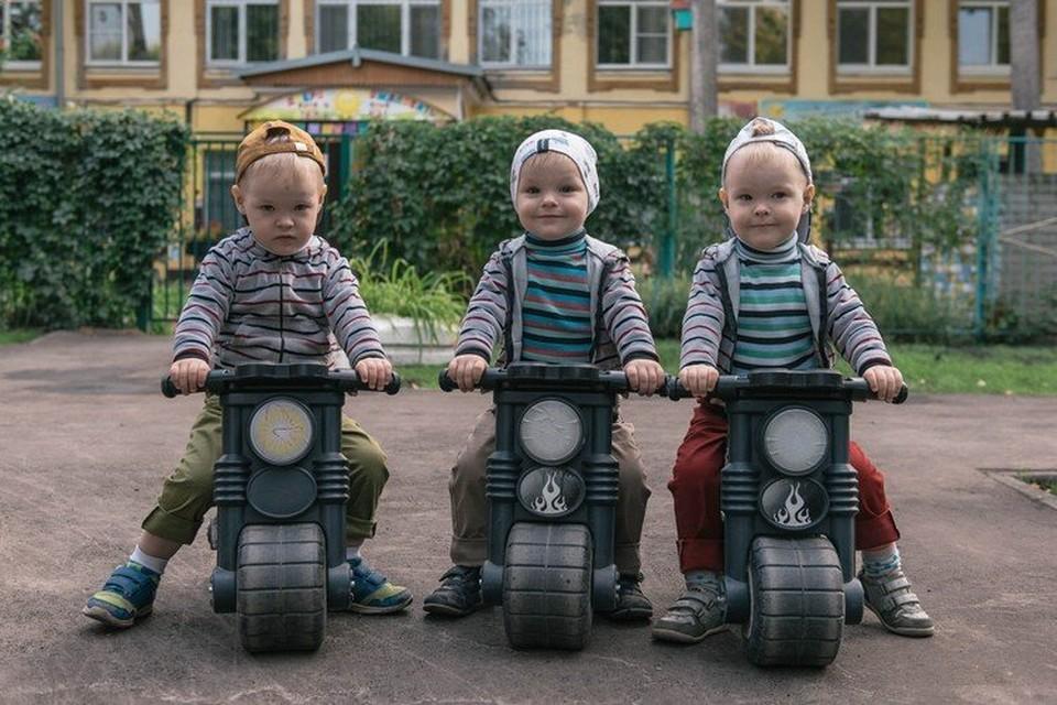 Три мальчишки растут без мамы, кто в этом виноват, до сих пор не ясно
