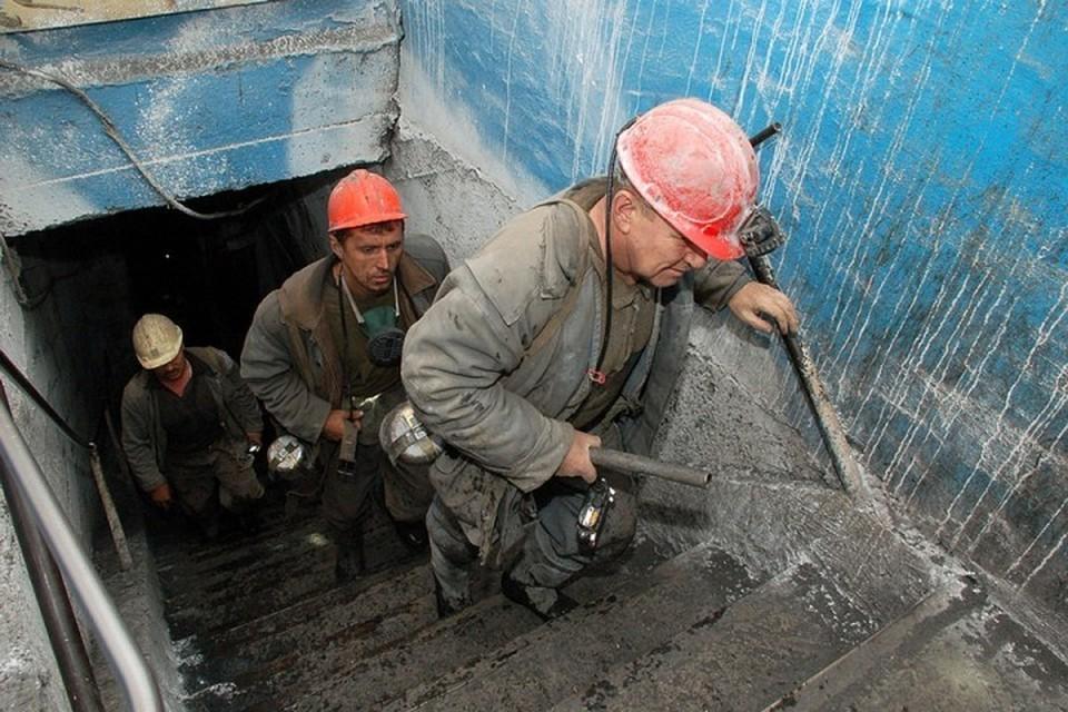 При обрушении породы в кузбасской шахте погибли два человека
