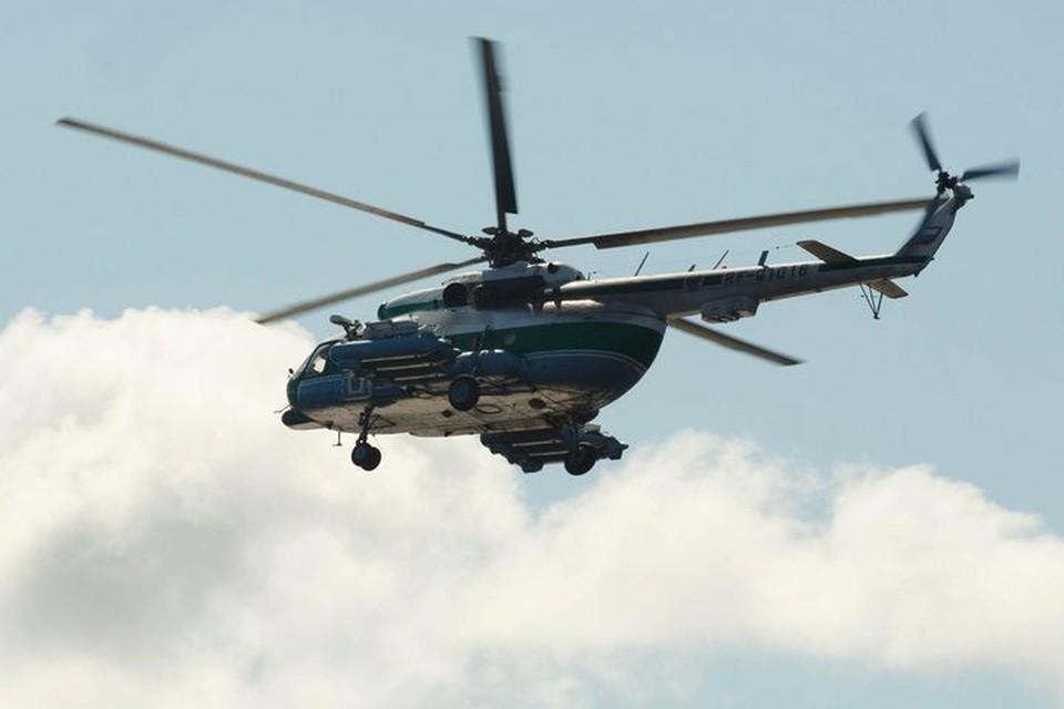 Вертолет совершил аварийную посадку спустя несколько минут после взлета.