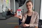 Чаевые по QR-коду: московские курьеры стали зарабатывать больше, а официанты - нет