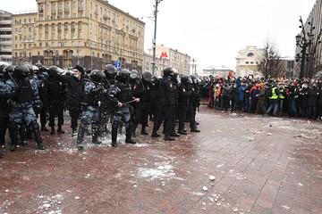 """""""А чего они снежками бросаются?"""": Как беспощадный русский протест обошелся без белорусской жестокости"""