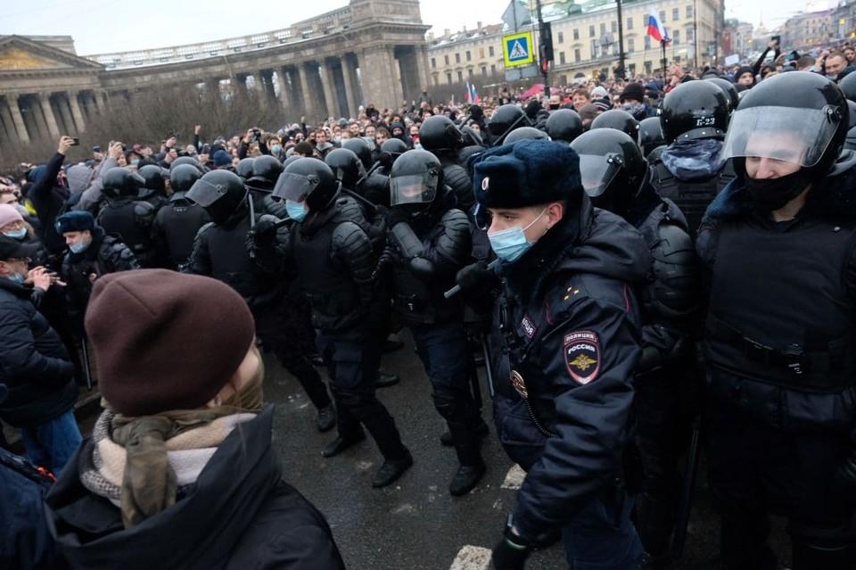 Полицейские проводили задержания во время акций протеста