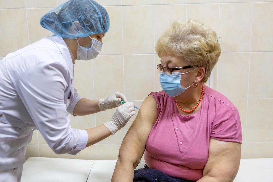 Почти 6 000 омичей уже получили вакцину «Спутник V»
