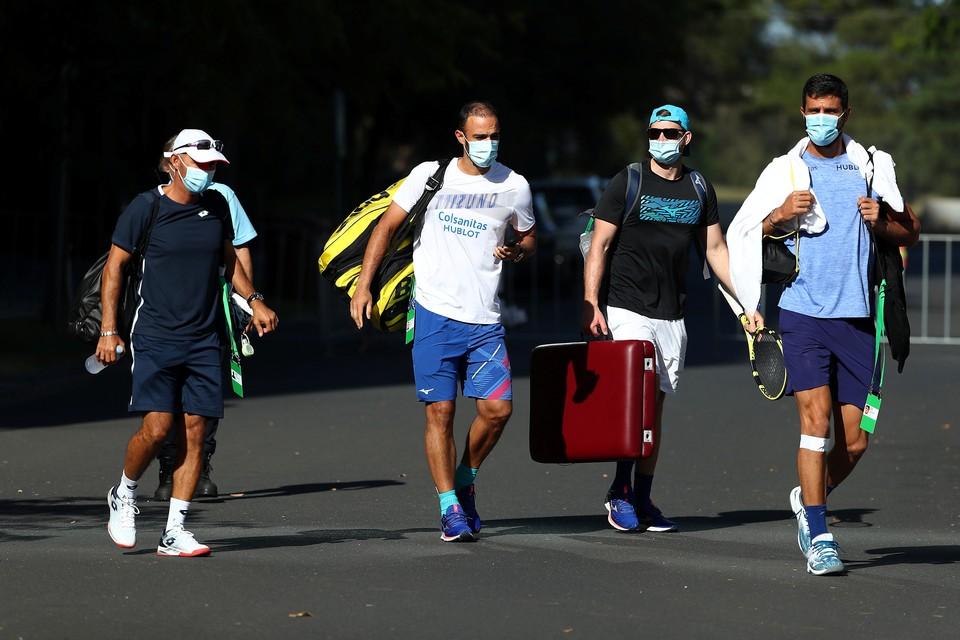 Прибывшие на Australian Open теннисисты вот уже вторую неделю находятся на жестком карантине.
