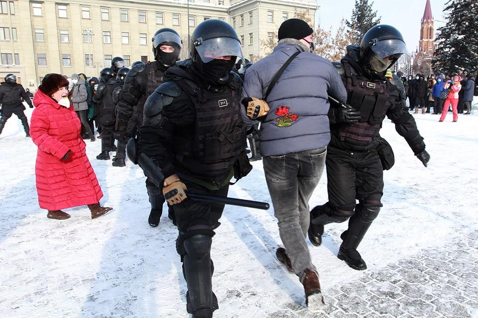 100 участников несанкционированного митинга в Иркутске 31 января 2021 года доставлены в отделы МВД.