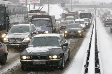 Пробки сковали Нижний Новгород из-за обледенелых дорог
