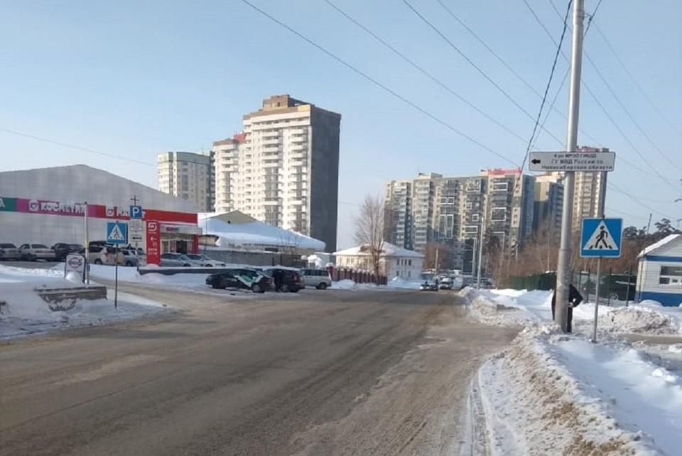 ДТП случилось на улице Сухарной. Фото: ГИБДД по Новосибирску.
