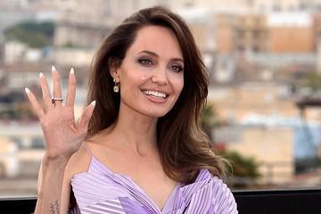Шесть спален, десять ванных комнат и трехэтажный спортзал: Анджелина Джоли показала свою шикарную виллу за 25 млн долларов