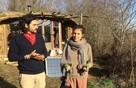 Семья французов переехала из города в лес, чтобы защитить детей от плохой экологии