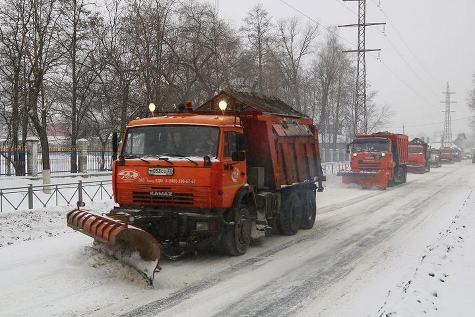Сегодня днем, 9 февраля, на очистке города от снега задействовали 78 единиц техники. Фото: пресс-служба Брянской городской администрации.