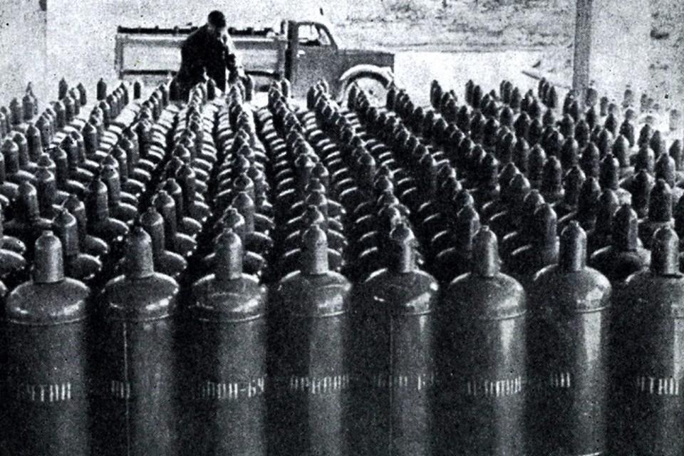 В те годы машина с красными газовыми баллонами стала таким же привычным участником дорожного движения в городе, как и «скорая помощь».