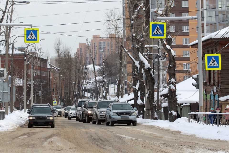 Жителей Иркутска просят не парковать автомобили на центральных улицах по ночам