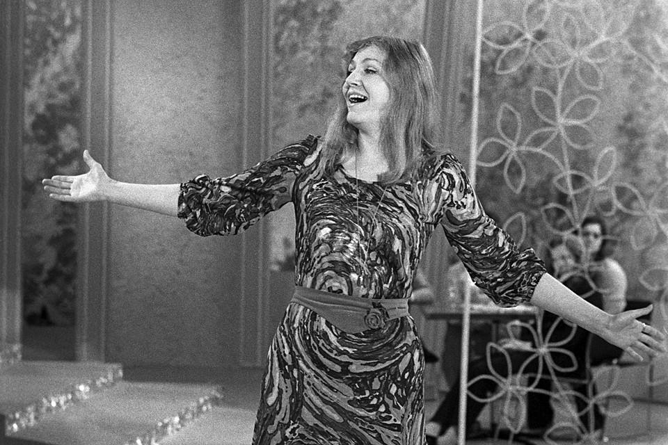 Естественно, в России Анну знают прежде всего по песням на русском языке. Среди самых знаменитых ее песен - «Эхо любви»