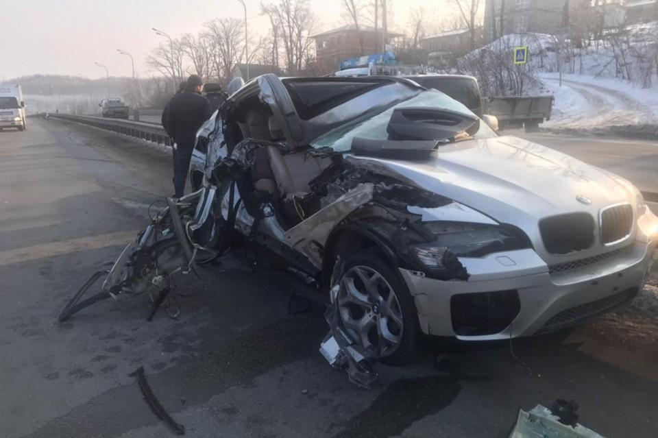 BMW X6 в пригороде Владивостока врезался в грузовик. Фото: пресс-служба ОГИБДД УМВД России по городу Владивостоку