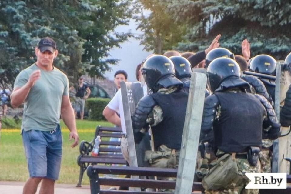 В Москве задержали бойца Алексея Кудина. Ему грозит отправка в Беларусь и суд. Фото: Rh.by