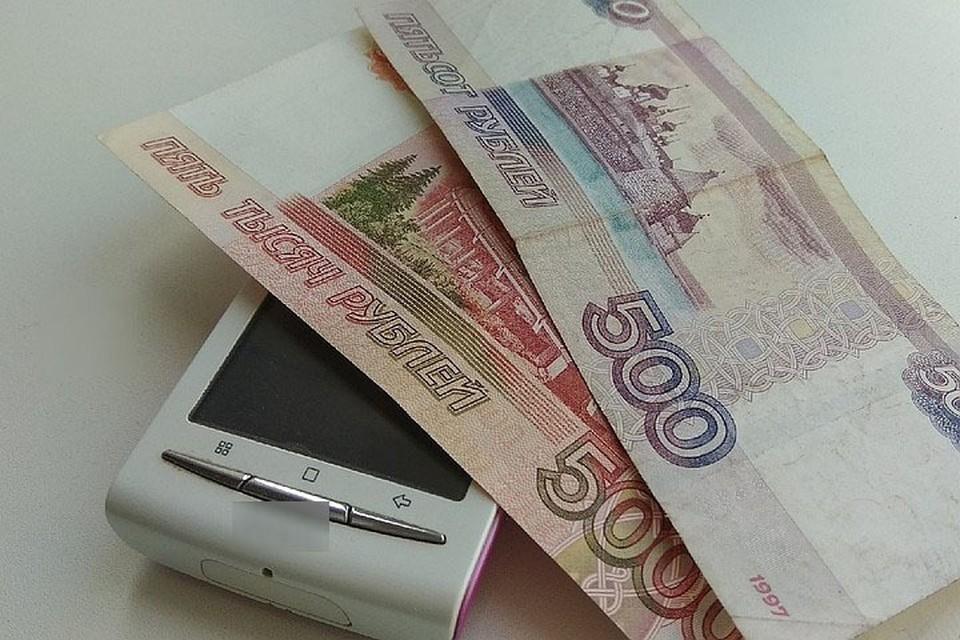 В Кузбассе пенсионерка потеряла больше миллиона рублей, помогая дочери