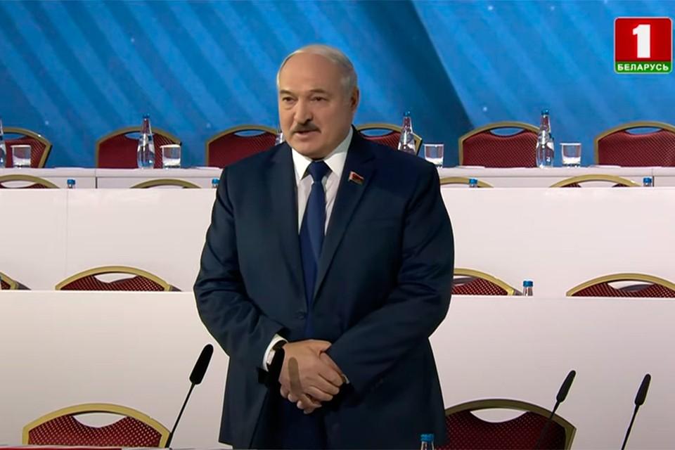 """Лукашенко: «Это тунеядцы ходили, молотили омоновцев, милицию, ломали, крошили, будоражили общество». Кадр телеканала """"Беларусь 1""""."""