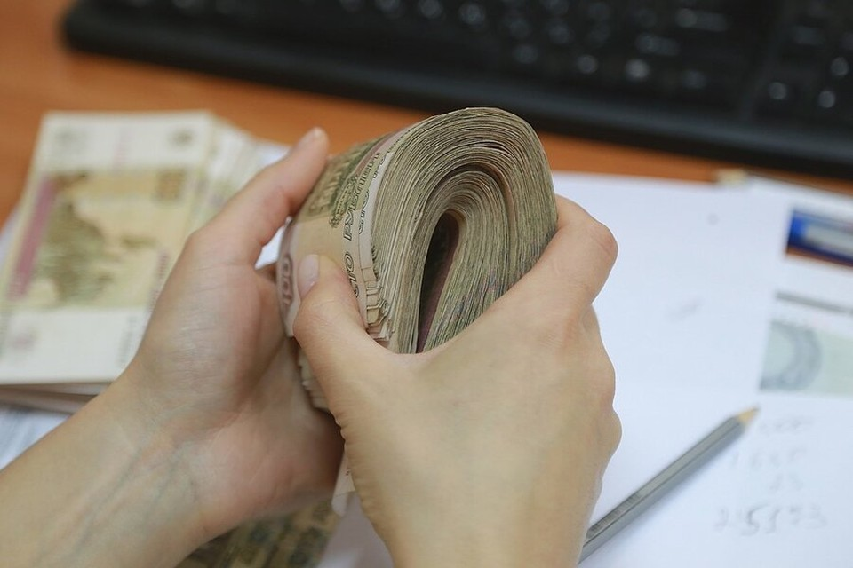 Бывший директор школы в Красноярске оказалась подозреваемой в мошенничестве