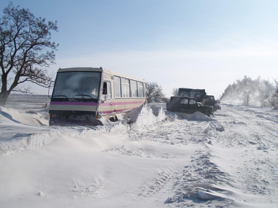 В непогоду повышаются риски аварий на сетях энергоснабжения и автодорогах. Фото: ГУ МЧС в РК