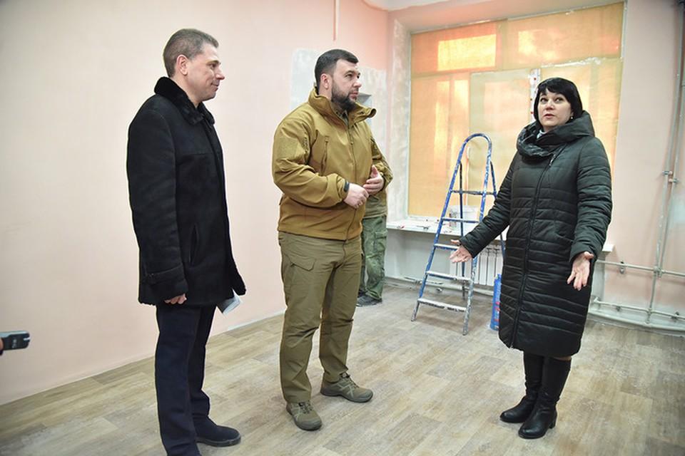 Ирина Ермолаева рассказала, что здание шесть раз подвергалось обстрелам ВСУ. Фото: denis-pushilin.ru