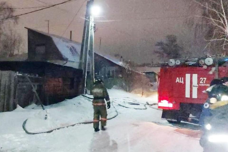 Причиной пожара стало замыкание электропроводки. Фото: ГУ МЧС по Новосибирской области.