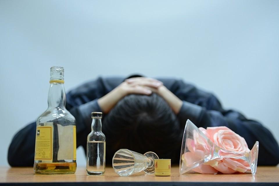 Чаще от проблем с алкоголем страдают мужчины.